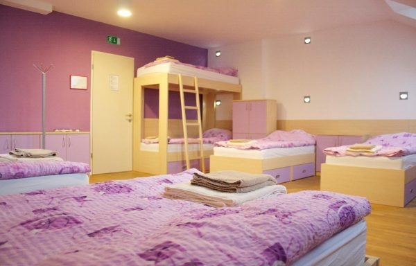 9 bedded room